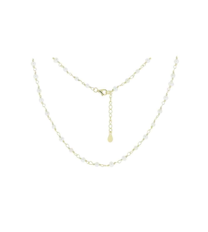 Una gargantilla de plata bañada con perlas