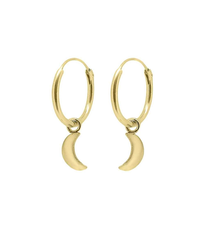 Un par de aros con baño en oro y charm 1/2 luna